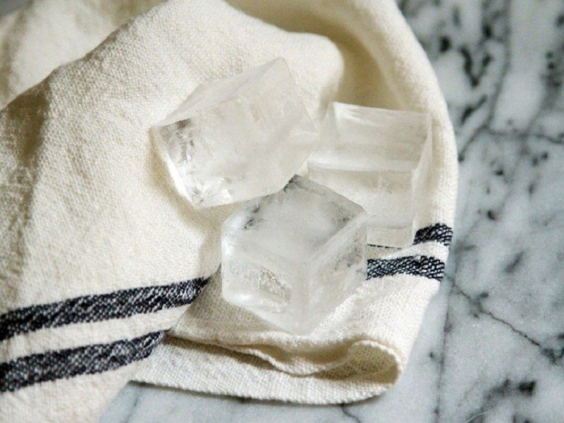 acne disease treatment with ice