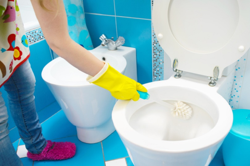how to clean a bathroom step by step