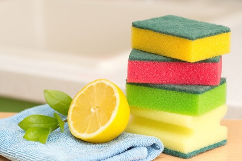 kitchen cleaning tricks with lemon jiuce