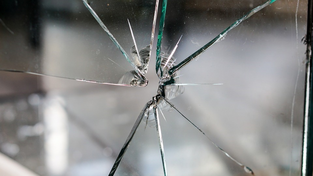 A guide to dealing with a smashed window2