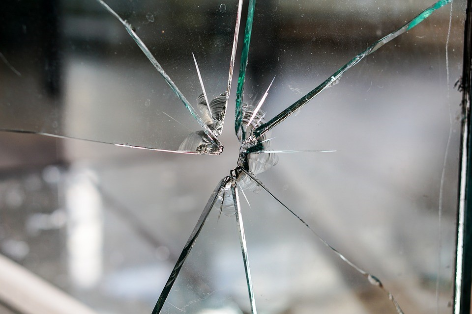 A guide to dealing with a smashed window