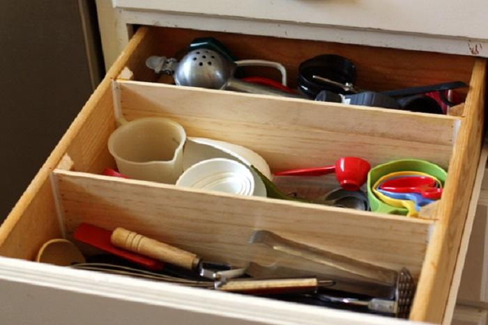 organize kitchen drawer